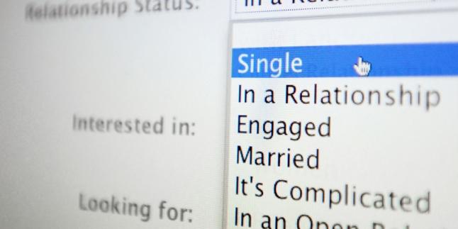 Status Hubungan Facebook